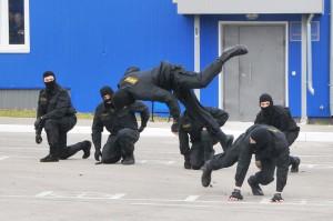Рукапашный бой в показательных выступлениях бойцов ОМОН