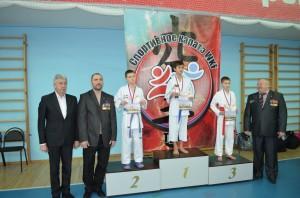 Награждение победителей соревнования по каратэ «Памяти павших, во имя живых» (мальчики)