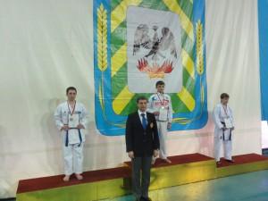 Шишкин Антон - серебро в Соревнованиях ЦФО России по каратэ 2014