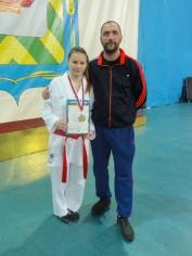 Чемпионка ЦФО России по каратэ 2014 с тренером