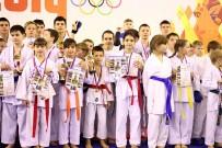 Награждение спортсменов в «Открытом Кубке Тульской области по каратэ»